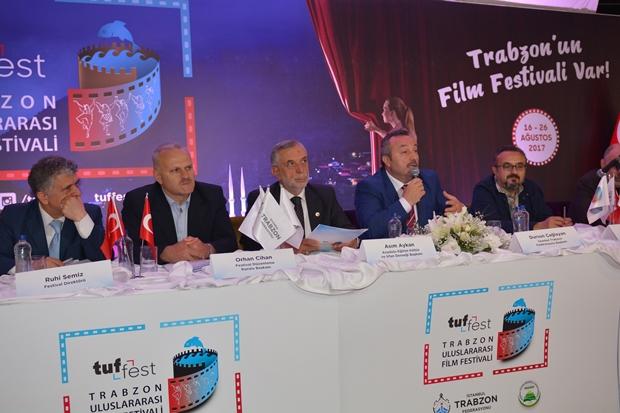 Trabzon Uluslararası Film Festivali'nin (TUFFEST) tanıtım toplantısı, festivali düzenleyen Soldan sağa; Festival Direktörü Ruhi Semiz, Festival Düzenleme Kurulu Başkanı Orhan Cihan, Anadolu Eğitim Kültür ve İrfan Derneği (ANADER) Başkanı Asım Aykan, İstanbul Trabzon Federasyonu (İTF) Başkanı Dursun Çağlayan ve Festival Düzenleme Kurulu Üyesi / Basın Sözcüsü Fedai Çakır